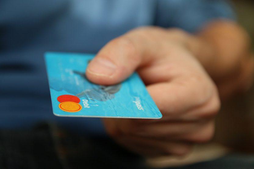 El contrato de tarjeta de débito