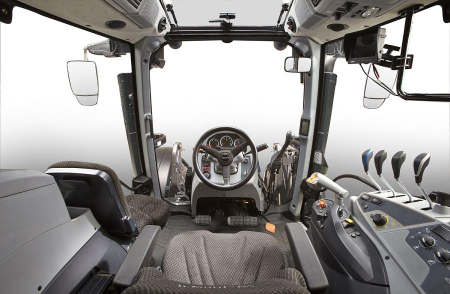 Cabina de un tractor VALTRA T4