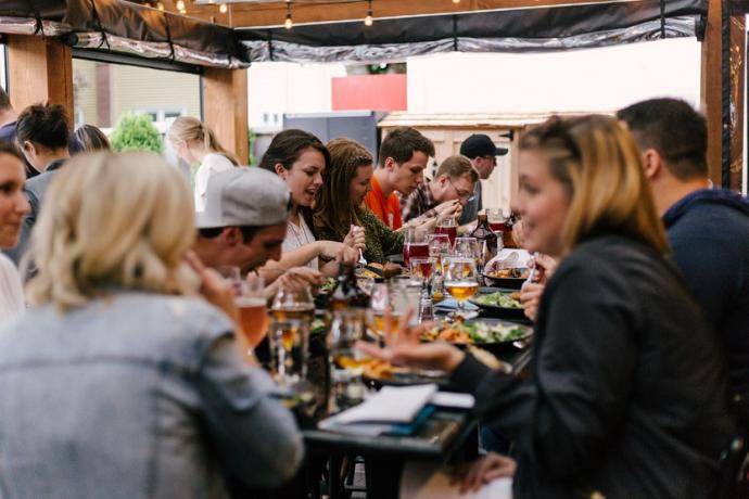 Por que no ahorramos restaurante gente ocio