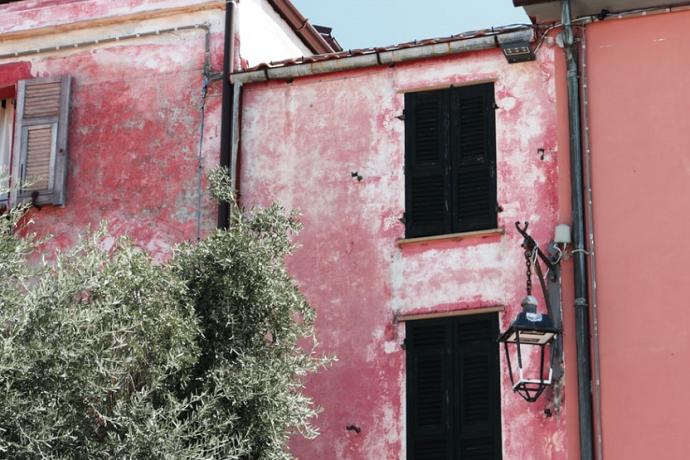 Pobreza casa (Simone Pellegrini Unsplash)