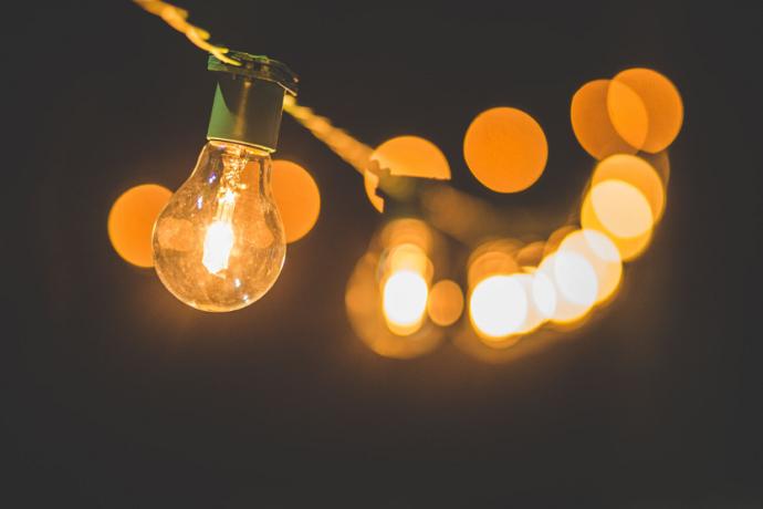 Luz energía eléctrica (Luis Tosta Unsplash)